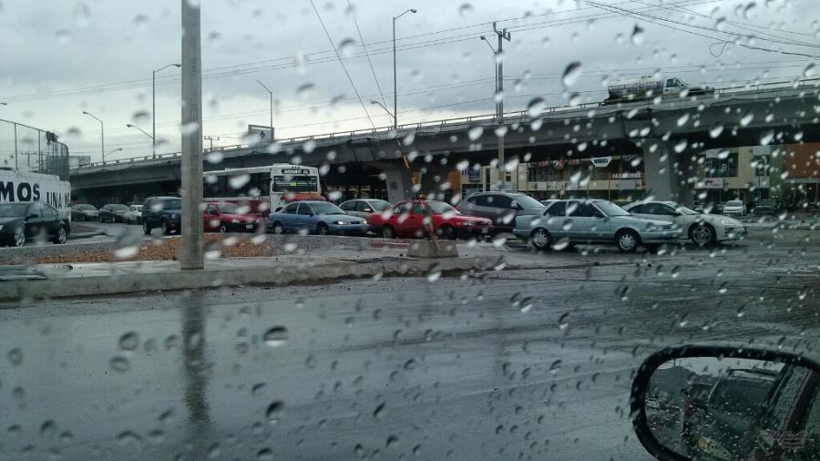 En un crucero tarde con lluvia Chihuahua