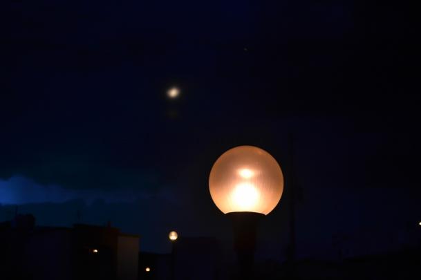 Lunas en la noche por Rhafhaell